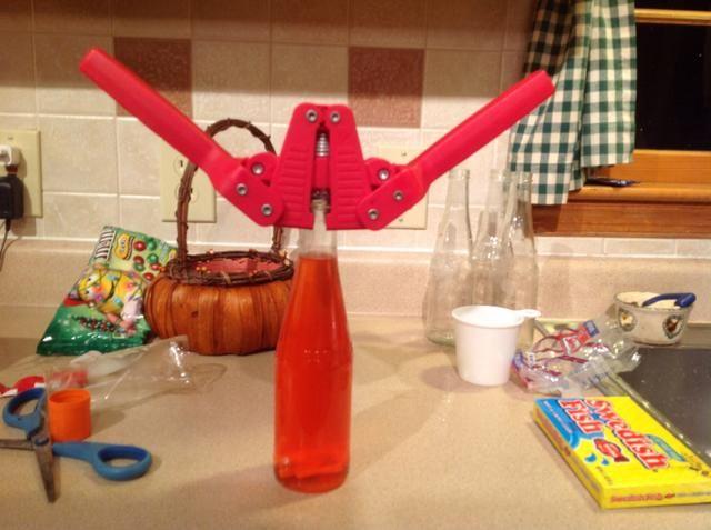Aplicar tapa para botella con tapa de tensor de su kit maridos fabricación de la cerveza. Si puedes't do this...use Mason Jars instead.