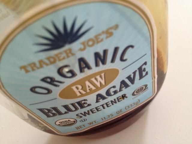... 2 cucharadas de miel de agave o azúcar (doesn't matter which, I just like agave because it's healthier)...