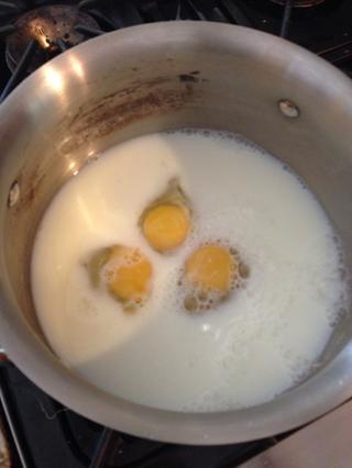 Batir la leche y los huevos!