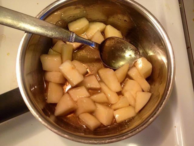 Cocer las peras durante 2-3 minutos. Ponga a un lado y dejar enfriar.