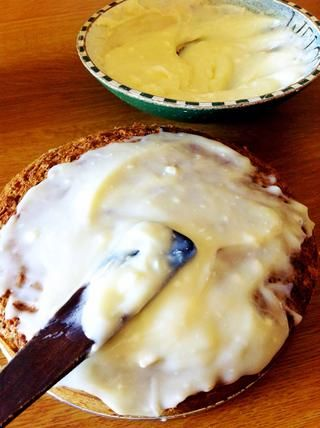 Crema de queso para untar que hiela todo enfría torta