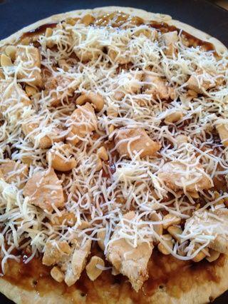Cubrir con el queso mozzarella ligeramente para mantener los ingredientes juntos.