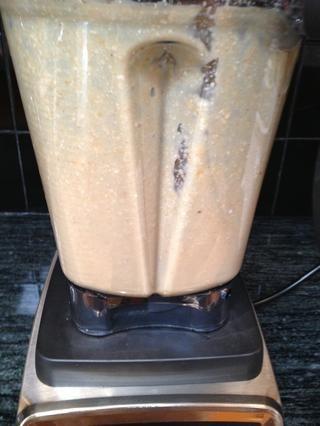 Mezcla durante unos 30 segundos, o hasta que esté suave. Use una espátula para raspar los lados del recipiente.