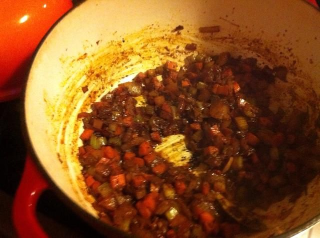 Cocine hasta que el vino se haya evaporado.