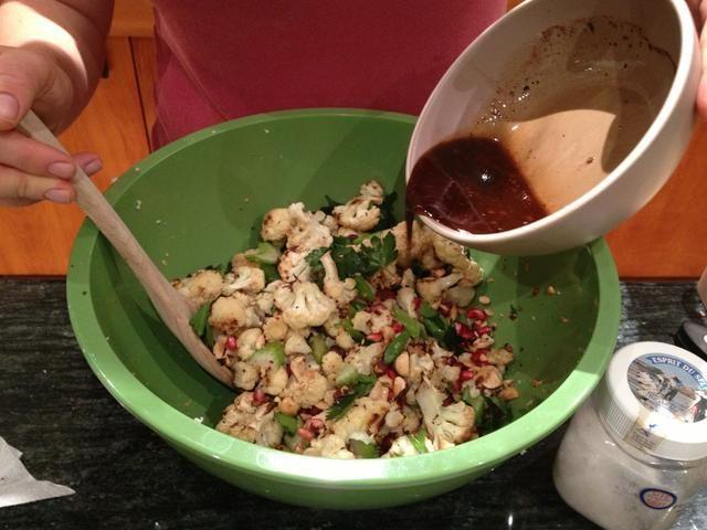 Mezclar la vinagreta en el tazón de los ingredientes.