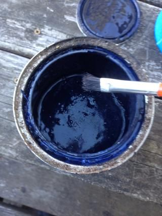 Ahora toma un pincel (o me mudé a un cepillo de tipo esponja) y pintar la primera capa