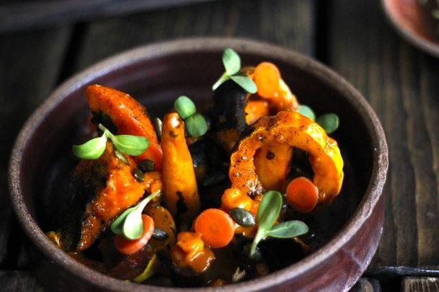 Coloque germen de girasol y pepitas frito encima.