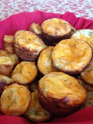 Cuando usted pone éstos hacia fuera, usted'll see why they're called popovers. Not only do they pop up while cooking but people also pop them in their mouths. Alot. They're so delicious, quick & easy to make! Enjoy!