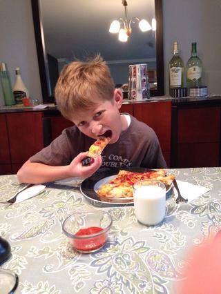 Disfrute de su casera queso relleno de tocino corteza de pizza