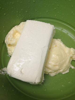 Añadir un bloque de 8 oz de queso crema ablandado.
