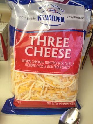 Añadir 2 1/2 taza de la mezcla de queso cheddar y queso Monterey Jack.