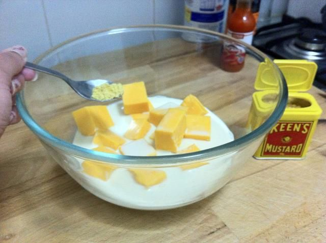 : Añadir la media cucharadita de mostaza en polvo