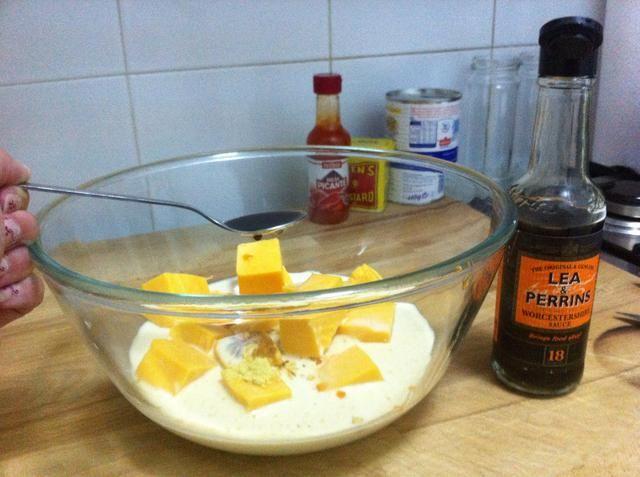 : Añadir Una cucharadita de salsa inglesa