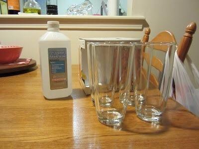 Limpie los vidrios abajo con alcohol y deje secar.