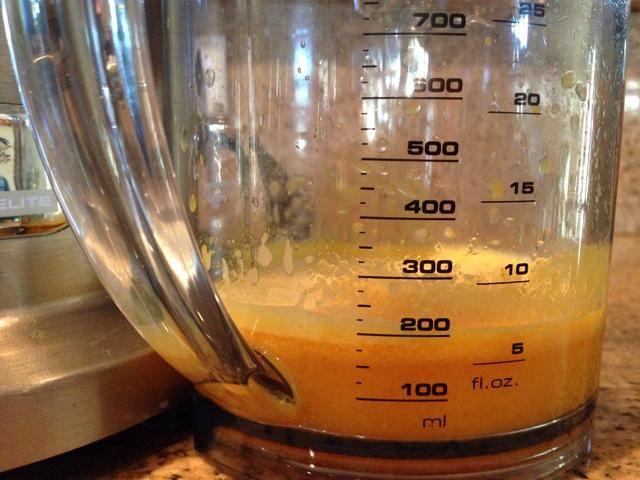 Peel & Juice el limón, la cal, la cúrcuma y el jengibre. * También puede mezclar todos los contenidos en una licuadora si usted no't have a juicer but you will want to use a colander to strain the juice.