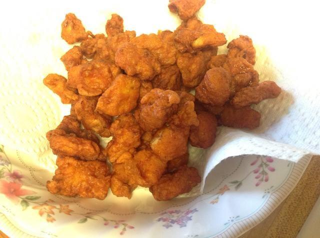 Usted podría disfrutar el pollo crujiente de inmediato o para hacerlos más picante echa un vistazo a la siguiente etapa