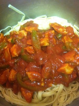 Por último añadir la salsa a la pasta y mezclar