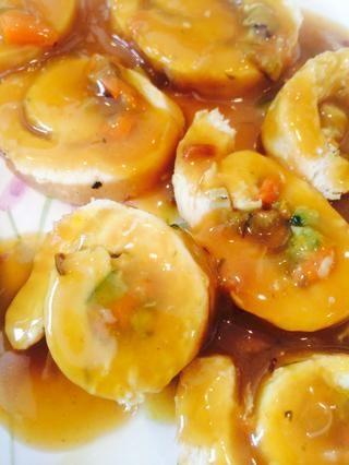 Cortar en espirales y servir con puré de papas, si lo desea.