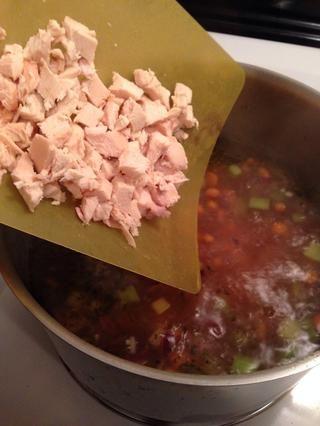 Agregue el pollo y cocine durante otros 3 minutos para calentar.