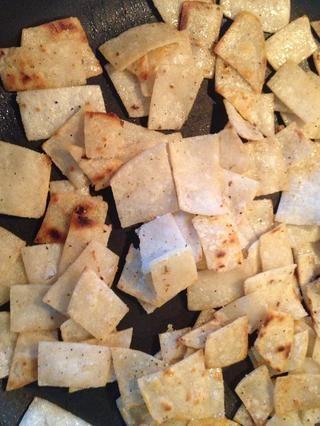Como las tortillas iniciar Browning. Añadir sal n pimienta al gusto.