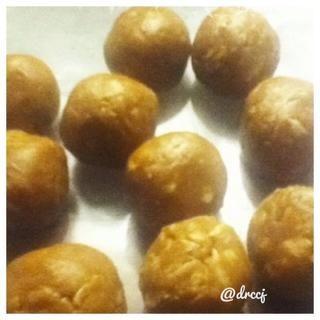 Mis primeras picaduras: sin gluten Mordeduras de semillas de girasol hechas con mantequilla de semillas de girasol orgánico crudo y semillas de girasol en bruto.