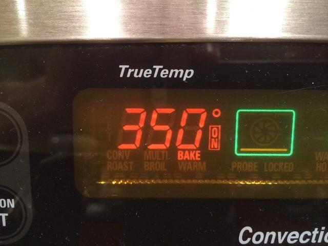 Calentar el horno a 350 ° Fahrenheit.