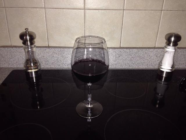 Antes de comenzar su llenado. Tome 5 minutos y sírvete un vaso de vino.