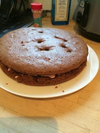 Añadir segunda torta en la parte superior de la otra como tal - que parece una Oreo gigante