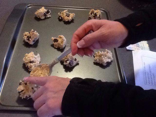 Esto es lo que sus filas de la masa de galletas debe ser similar antes de colocar en el horno.
