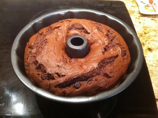 Deje que el pastel se enfríe durante 10 minutos.