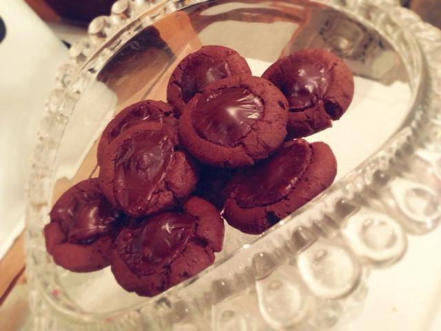 Las cookies se extenderán durante la cocción y glaseado será igualar.