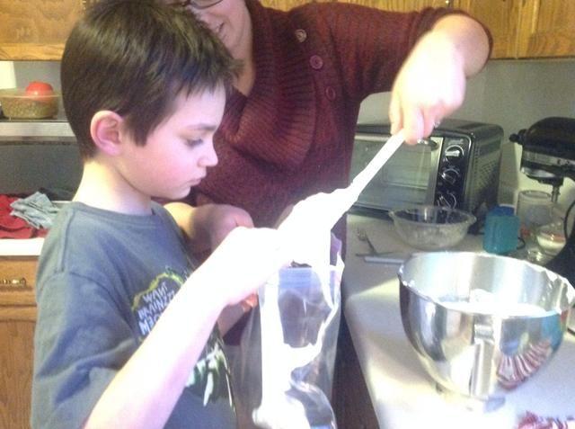 Añadir la mezcla en una bolsa de plástico grande.