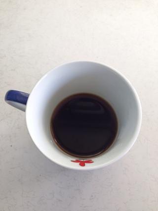 Disuelva media cucharadita de café instantáneo en media taza de agua hirviendo y dejar que se enfríe ☕️ Precaliente el horno a 190 grados centígrados.