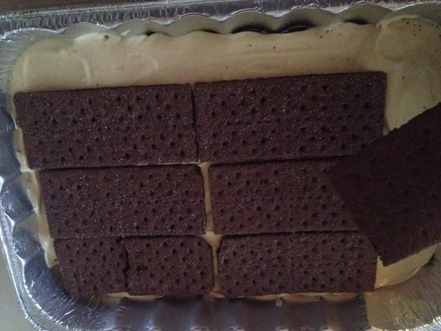 Añadir otra capa de galletas graham.