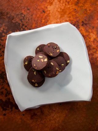 Estas galletas son increíbles, y la ralladura de naranja, añade la nota justa de contraste con el chocolate. Además de que realmente, realmente, no se conservan bien en la nevera para la cocción más tarde.