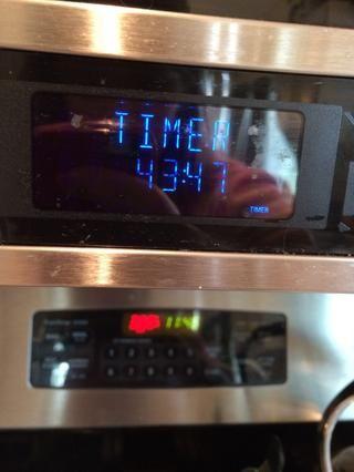 Pegue la bandeja en el horno durante 45-60 minutos.