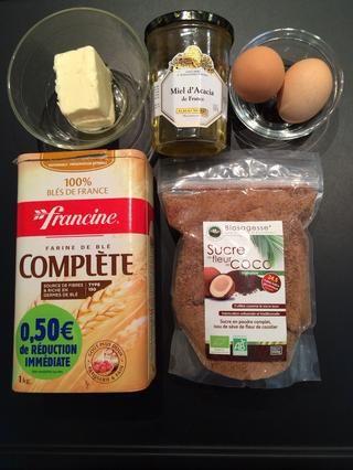 Los ingredientes: harina, mantequilla, azúcar, miel y huevos