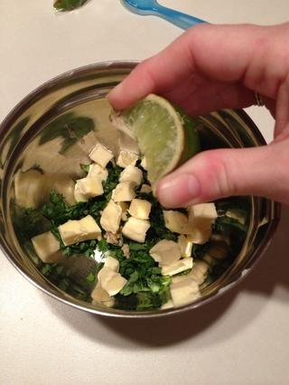 Añadir el jugo de limón.