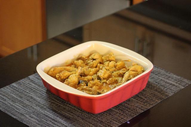 Servir en un plato agradable. Canela de Ceilán es suave pero muy fragante y se mezcla con otros ingredientes para crear un curry sofisticada cremoso con una cornucopia de sensaciones gustativas. ¡Intentalo!