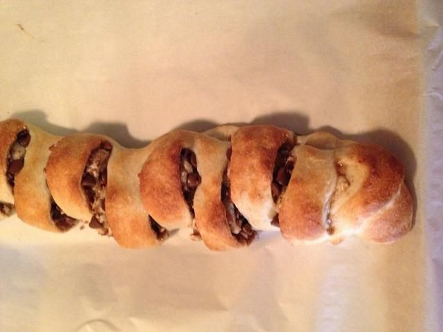 Retire el pan de chocolate de horno y rociar sobre el pan.