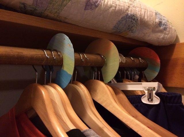 Cómo hacer ropa divisores de Organización Closet