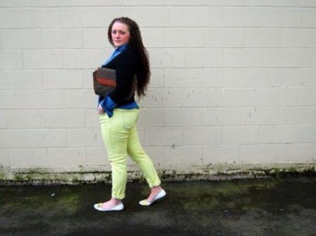 Cómo hacer que los pantalones vaqueros de color