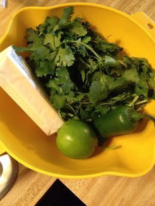 Mantequilla, cilantro y lima