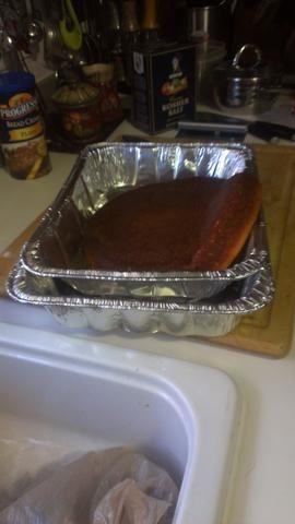 Salga fuente de horno y poner el pan de maíz enfriado en ella