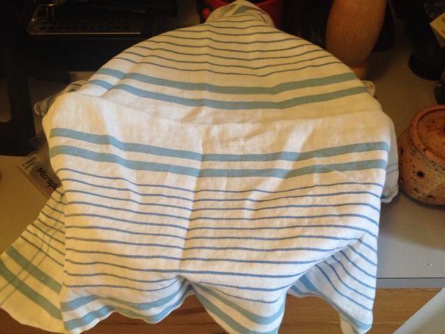 Cubra el recipiente con una toalla (limpia) o una envoltura de plástico. Sólo asegúrese de que el recipiente se mantiene lejos de la (calor de la) horno.