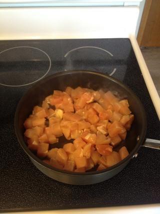 Añada sus piezas de pollo y cocine hasta que el color rosado.