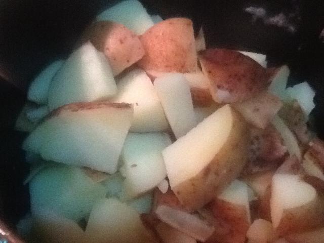 Patatas Strain y puré con un tenedor