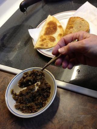 Carne climatizada es entonces cuchara que a cada concha. El resto se añade en la mesa de los clientes si lo deseas.