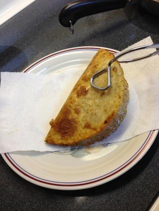 Escurrir sobre papel de cocina y se han calentado la carne lista para cuchara en taco.