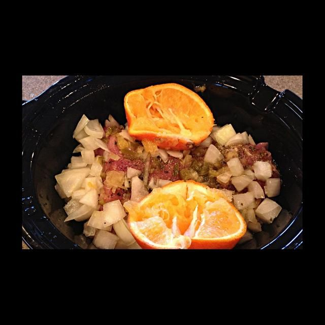 Exprima el jugo de la naranja sobre el contenido del recipiente de barro, a continuación, echar las naranjas en la parte superior derecha. Confía en mí, les encanta. Ello's like a spa day for them. Cover & cook on high for five & a half hours.